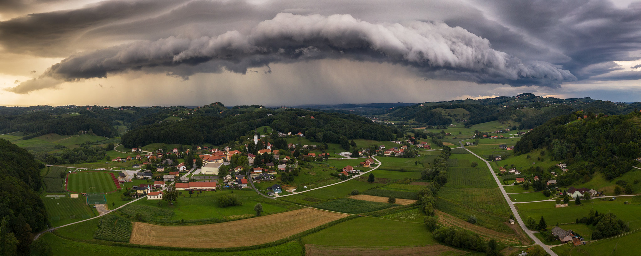 Shelf cloud nad Cirkulanami